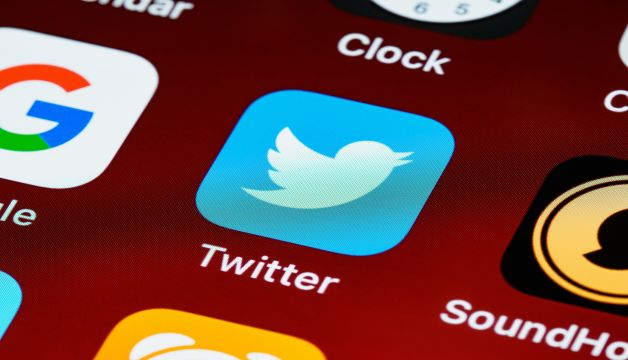 Twitter now officially launches it's 'Twitter Blue' first paid subscription service Implements to correct a typo
